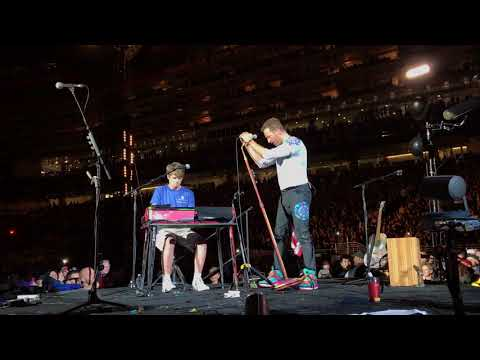 Coldplay inviting a fan to play O Fly On on stage