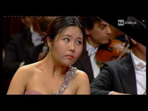 Ji-Yeong Mun- Chopin Piano Concerto No.2 in F minor Op.21