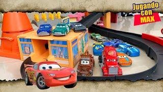 Juguetes Cars (Videos infantiles) 🚗⚡9️⃣5️⃣⚡ RAYO MCQUEEN jugando carreras