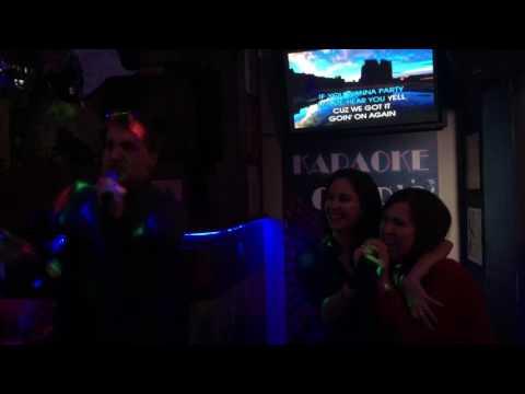 Javi, Elena y Cris karaoke