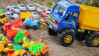 Giants Dump truck Crushes Cars -  Construction Vehicles For Kids
