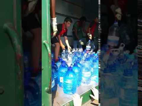 Bottels en bottels water vir Kaapstad