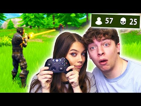 TEACHING MY SISTER HOW TO PLAY FORTNITE!