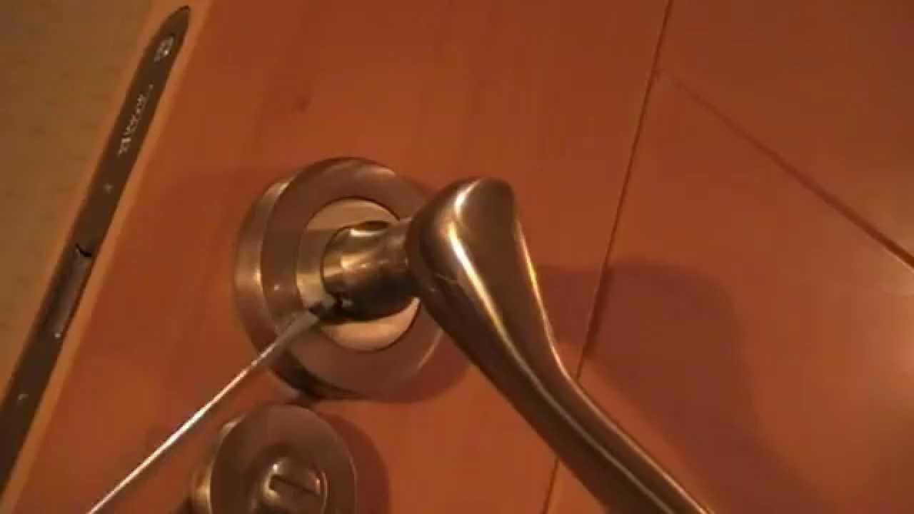 Reparar manivela suelta de una puerta. - YouTube