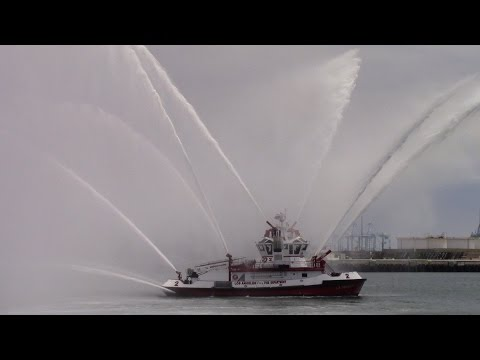 LAFD Boat 2 water demonstration