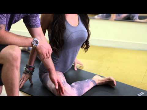 Yoga Stretches for the Psoas Muscle: Unique Yoga Poses & Exercises