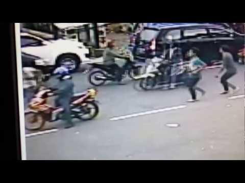 Pelaku Pencurian Dengan Memecahkan Kaca Mobil Terekam CCTV dan Digagalkan Oleh Security Mp3