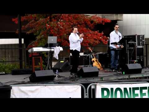 Chowderfest 2011 Troy NY Rich North sings