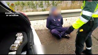 Guardia Civil detiene a un conductor con más de un kilo de hachís