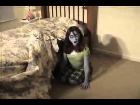 03433c5d5 Fantasma debajo de la cama