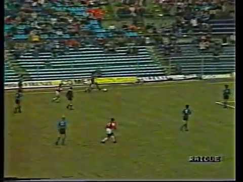 ¿Cuánto pagaron por una rara camiseta de Maradona en el Napoli donde lució la 9?