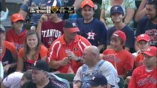 Houston fan makes a nice one-handed catch