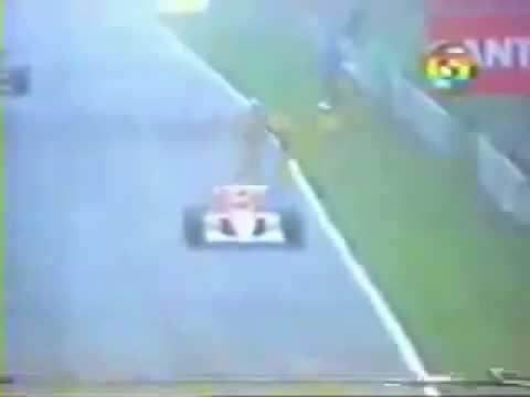Ayrton Senna, com apenas uma marcha, vence o GP Brasil de F1