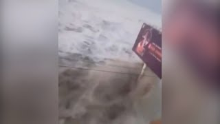 Dramatic footage of tsunami hitting Palu in Indonesia