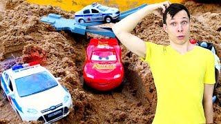 Игры для мальчиков - Молния Маквин и гонки в песке! - Тачки из мультика в Автомастерской.