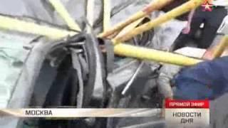 Упавший кран перекрыл движение по Калужскому шоссе в Москве(Огромная пробка длиной в несколько километров образовалась на Калужском шоссе в Москве в результате паден..., 2015-06-26T05:30:57.000Z)