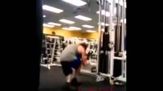 видео Придурки в тренажерном зале или как делать нельзя часть 8
