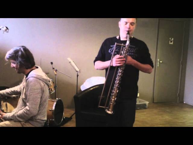Slide alto saxophone played by Frédéric Couderc and described by Bruno Kampmann.