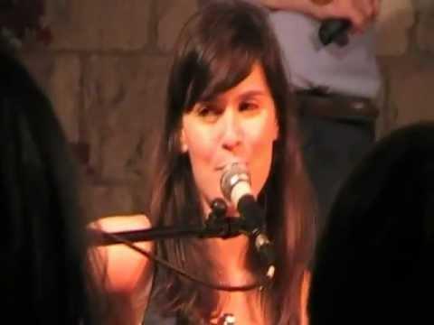 Erica Mou - Nella vasca da bagno del tempo - YouTube