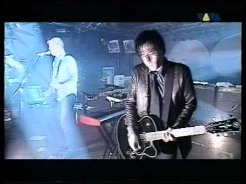 Queens Of The Stone Age - 05 - The Sky Is Fallin' (Live Visions 2002)