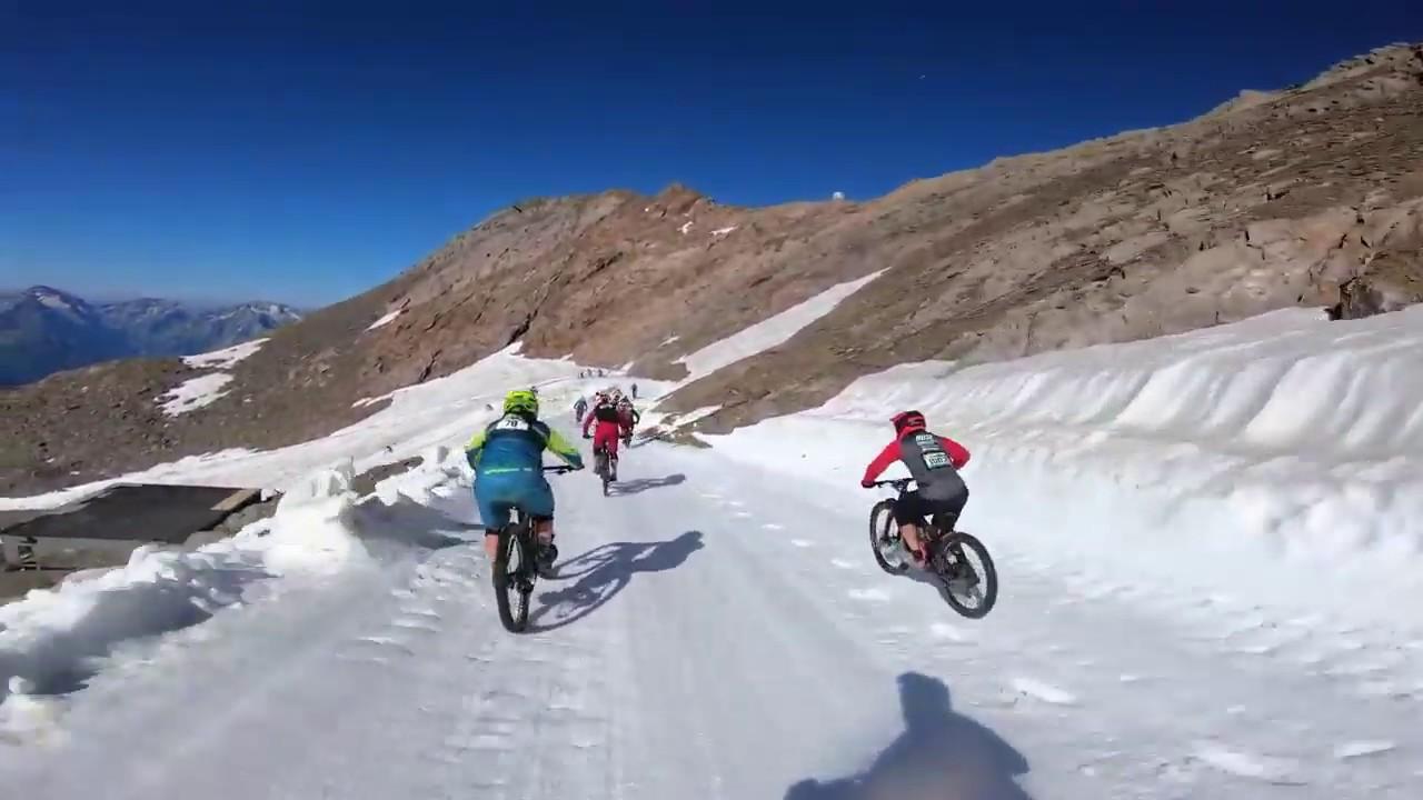 Dağ Buzul İniş Bisiklet Yarışı Aksiyon ve Bol Kaza MEGAVALANCHE 2019