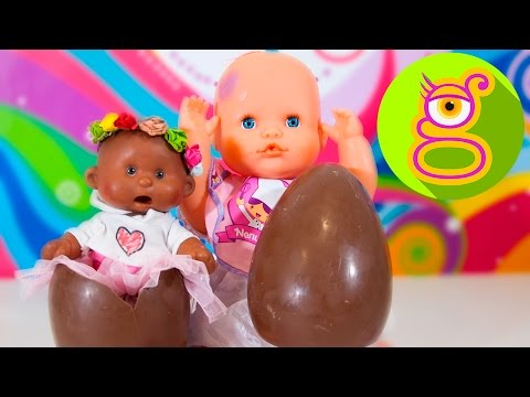 La bebé Luci abre huevos sorpresa de chocolate con Martina -Capítulo #14-Nenuco juguetes en español