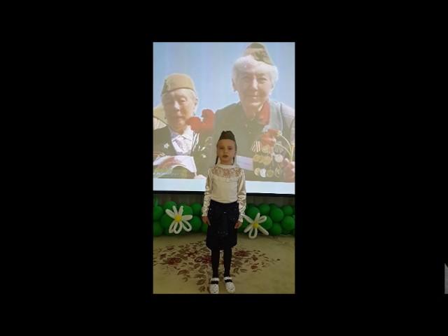 Изображение предпросмотра прочтения – КаринаУстивицкая читает произведение «Седая бабушка моя» Маршаловой