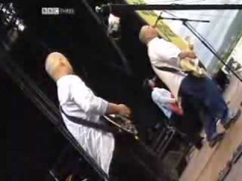 Pixies - Bone Machine(live T in the park 2004)
