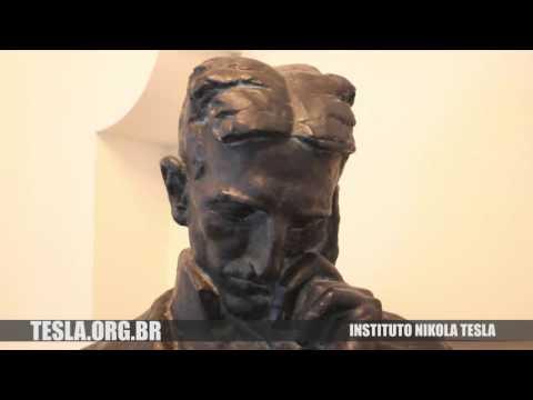NO MUSEU DE NIKOLA TESLA EM BELGRADO, SERVIA