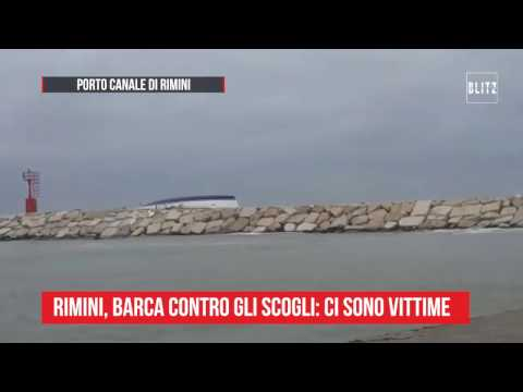 Rimini, barca finisce contro gli scogli: vittime