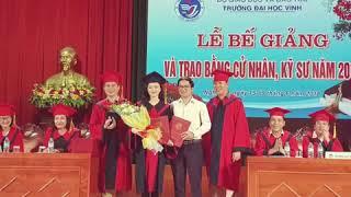 Thầy giáo ĐH Vinh quỳ gối cầu hôn nữ sinh Nghệ