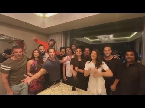 Salman Khan And Dabangg Team WISHES Shahrukh Khan HAPPY BIRTHDAY Mp3