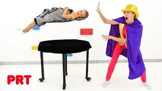 O Vlad e a Nikita mostram truques de magia à mãe