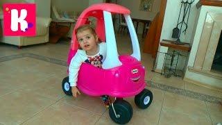 Большая розовая машинка каталка собираем и устраиваем гонки с трактором Little Tikie car toy