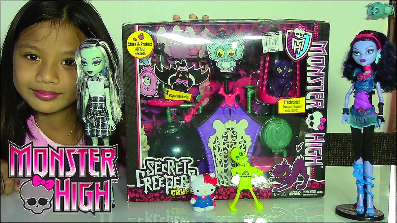Monster High Secret Creepers Crypt Playset and Monster High Dolls