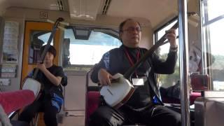 JR五能線リゾート列車しらかみ1号車にて津軽三味線の生演奏を体験 独特...