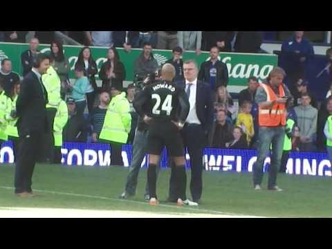 Tim Howard bids an emotional farewell to Everton