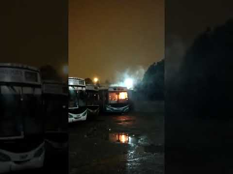 Durante la madrugada se incendió un colectivo en el depósito de Paraná