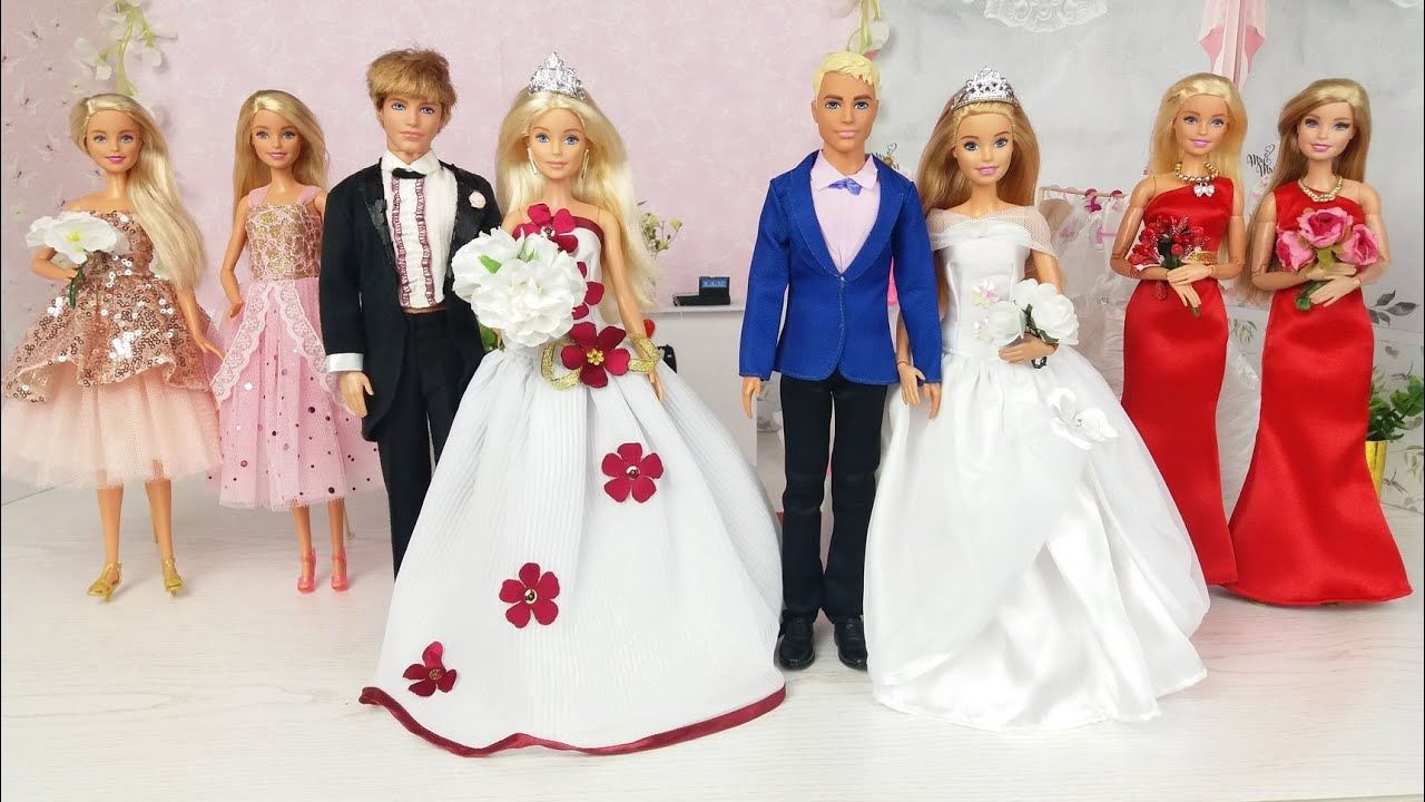 Barbie Gets Married.Dolls try on Wedding Dresses in Wedding Salon