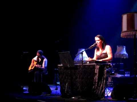 beth-hart-blame-the-moon-live-zaantheater-zaandam-beth-hart