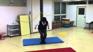 小学校受験のための運動。 今回は《両足ジャンプ (幅跳び)》です。 両...