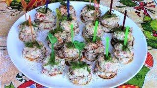 Легкие, простые и очень вкусные канапе из блинчиков с творожным сыром и овощами.