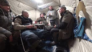 ДОМ на ЛЬДУ ЛЕЩИ РВУТ ЛЕСКУ Ловля леща в палатке зимой