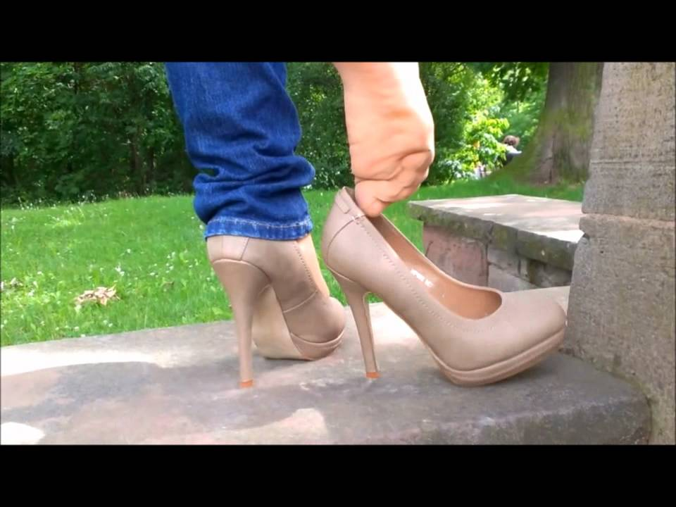 shoe-dipping-black-pumps-videos-double-sided-dildo