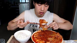 집밥먹방) 흰쌀밥에 두껍게 썰어 넣은 돼지고기 김치찜 …