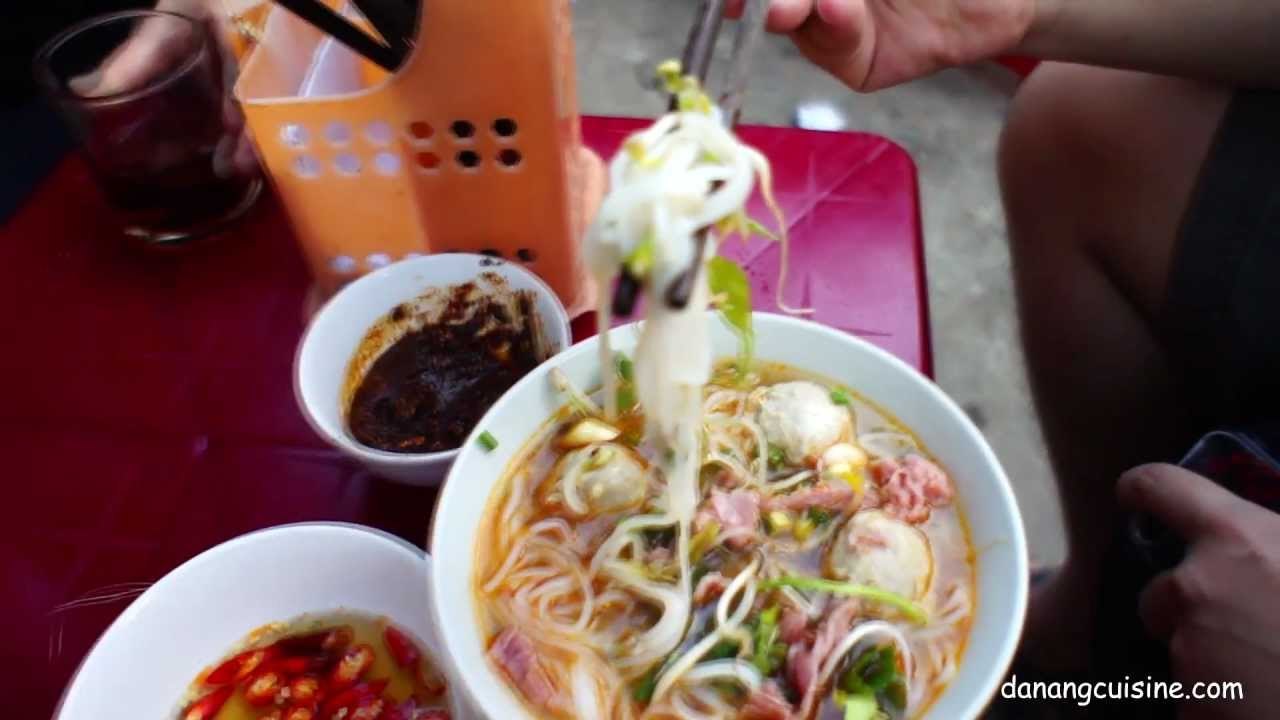 Best of street food of Hue city, Viet Nam (by Summer Le)