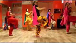 Punjabi  girls boys dance punjabi uni patiala punjabi songs best dance ravider grewal  lovely/pu