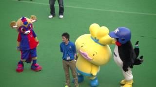 つば九郎が勝手に水分補給し、ピッチに入り怒られる 東京のスポンサー ...