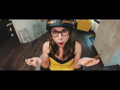 wohnout-hloupa-pisnicka-official-videoclip-wohnout