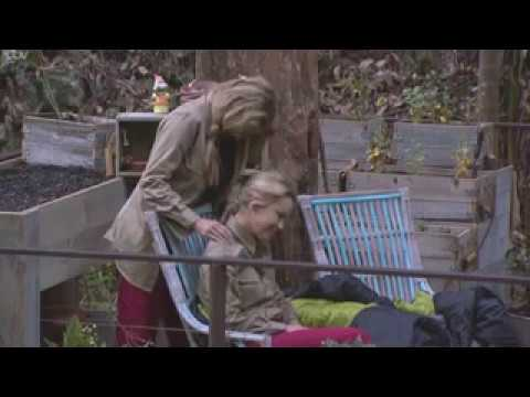 Carol Vorderman gives Ola Jordan a massage on I m a Celebrity  | Top Ten News thumbnail